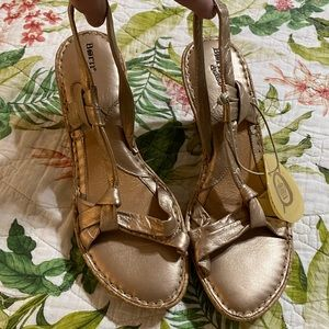 ⭐️NWT Born Wedge Sandals cork heels Size 10⭐️